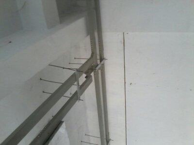 弱电桥架和强电桥架可以共用支架吗图片