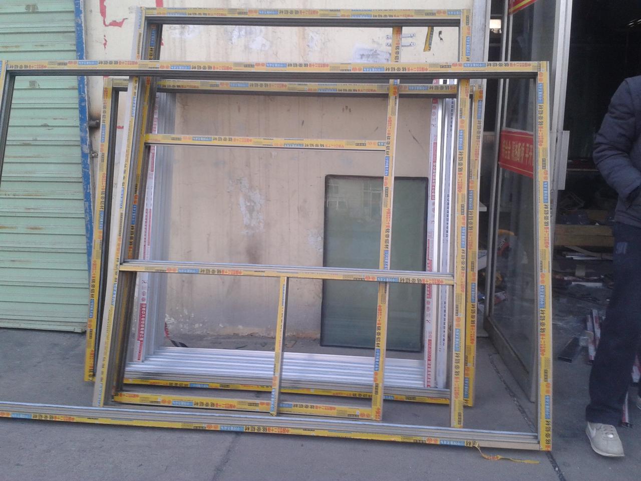 描述:铝合金窗户外框