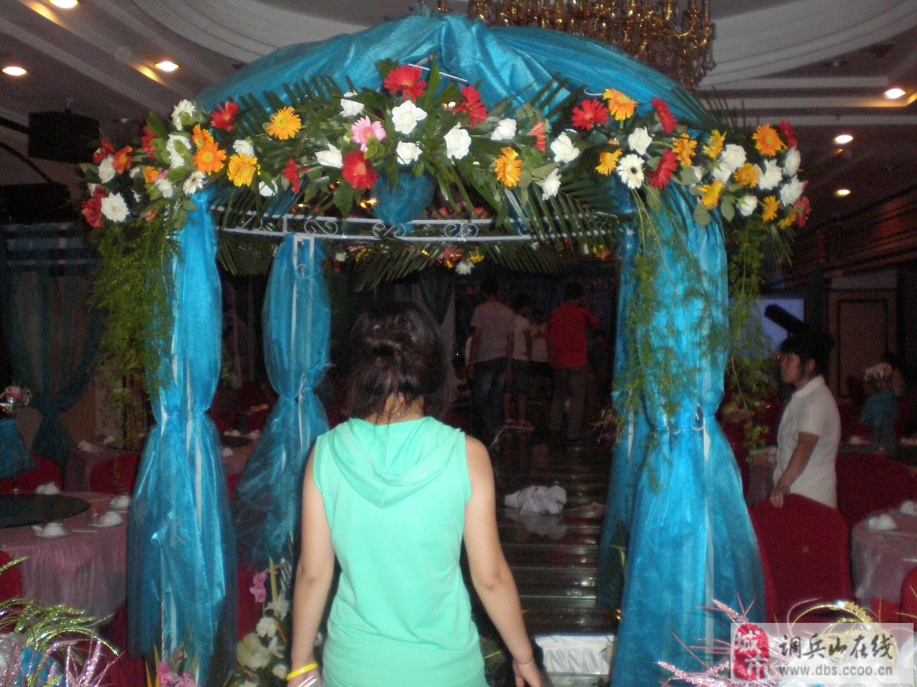主题: 花艺布置 精致婚宴桌花风格迥异