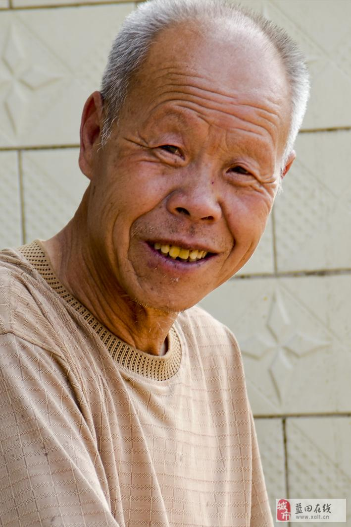 农村老人生活状况调研小组在关道村的纪实摄影