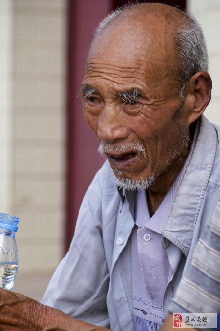 农村<font color=red>老人</font>生活状况调研小组在厚镇关道村的纪实