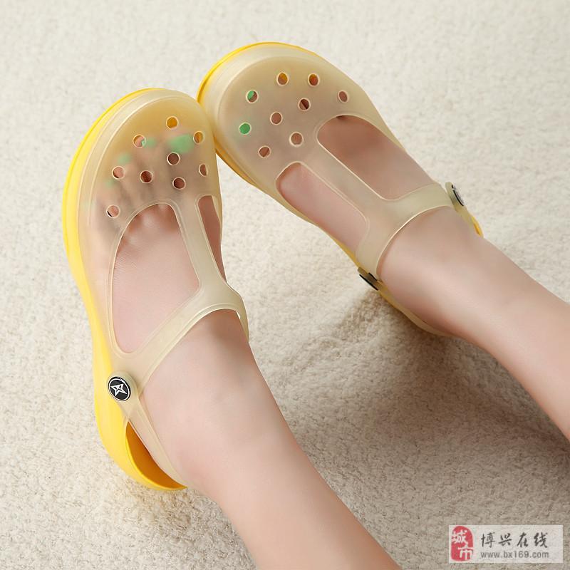 下雨天穿洞洞鞋 脚气跟着来