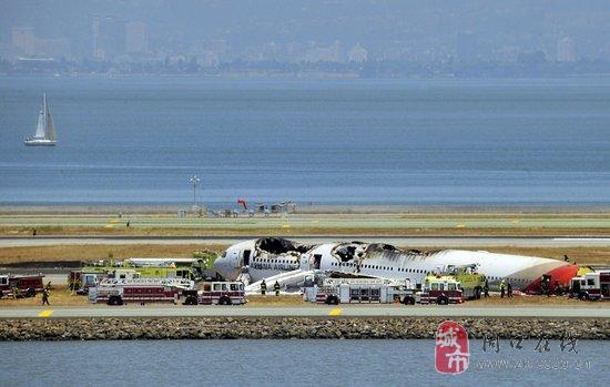 141名中国乘客的飞机在美国坠落了