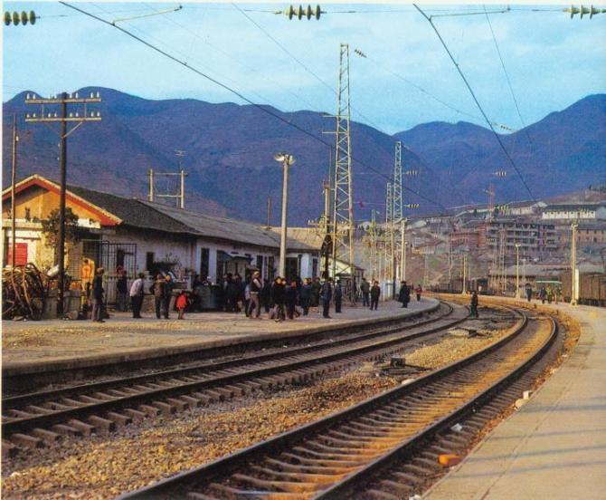 万源火车站图片