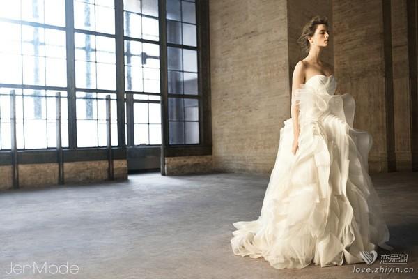 【我想嫁给你】冬雪落作裹身纱:也说VeraWang婚纱中我最爱的款