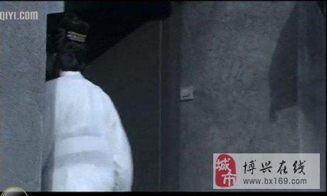 【神探狄仁杰2穿帮系列】如燕回头时出现电源开关,电力技术也穿越.