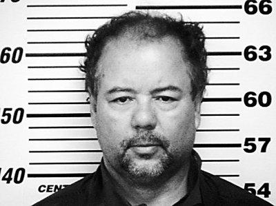 罪犯拍照的身高背景图_美国囚禁三女子当性奴案罪犯狱中上吊身亡图