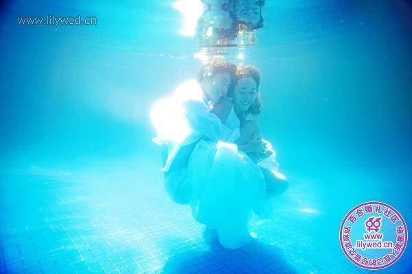 水中舞蹈-夏季清爽泳池婚纱照