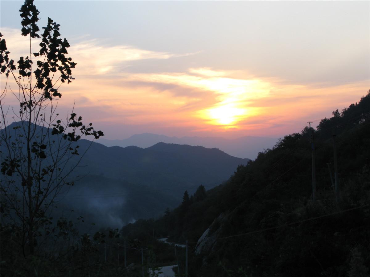 山里:落日孤烟