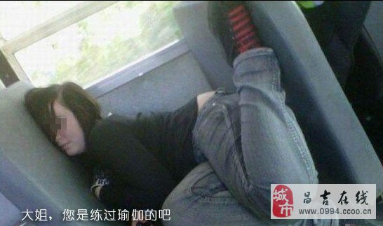 火车上各路大神销魂睡姿