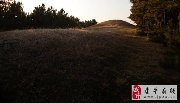 建平县境内默然孤立的汉长城遗址