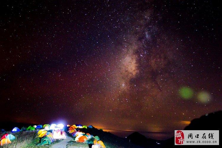 武功山顶上的扎营地,天上是漫天的繁星,深邃而壮阔的银河,令人神往.