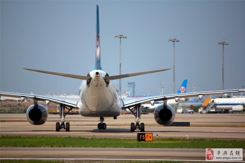 飞机起飞抓拍(拍摄地址:广州白云机场旁团结村煤堆)