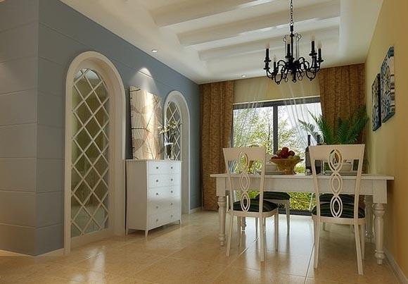 设计典型的欧式餐厅装修的形式,白色的柱梁,金黄的壁画