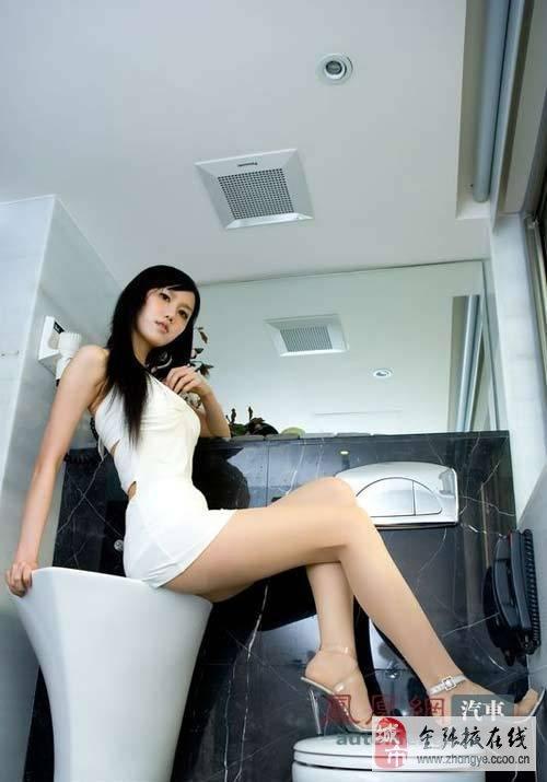 原创街拍白色紧身裤美臂-性感美臂美女,中国美女美臂图片