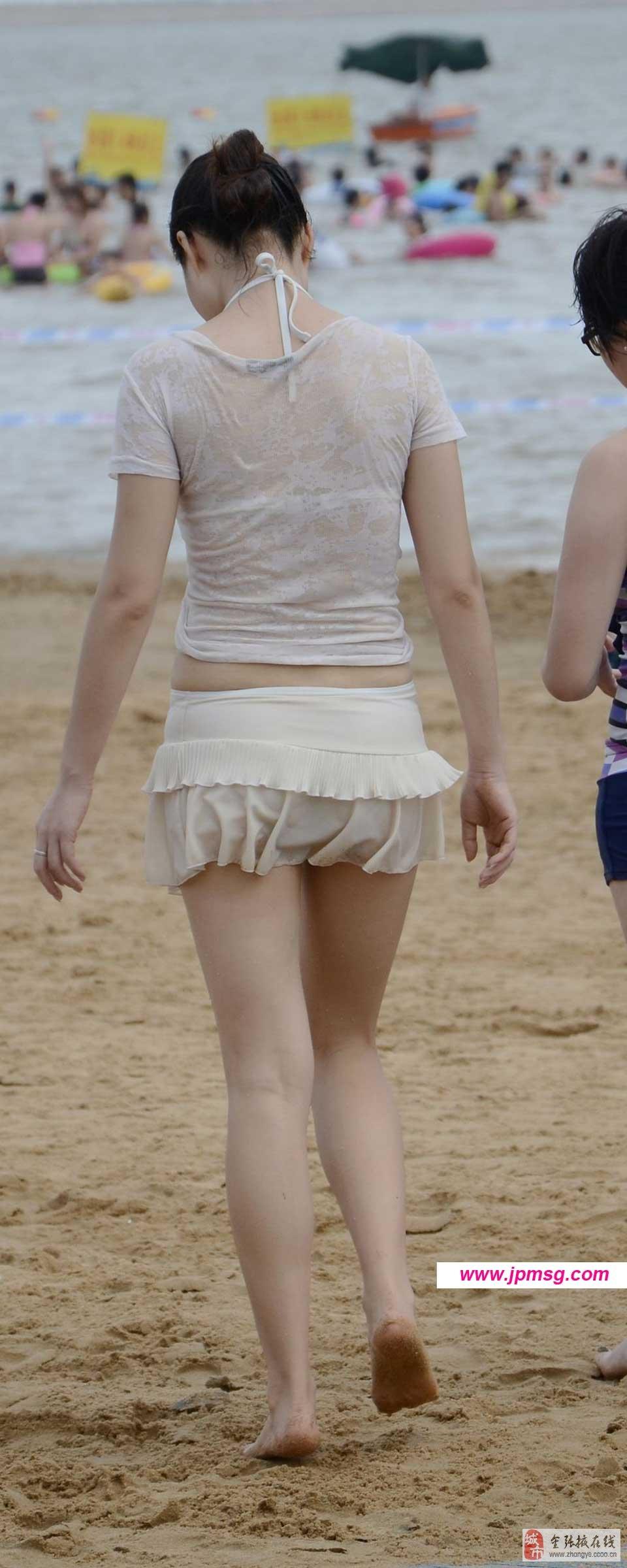 休闲上衣搭配牛仔短裤时尚美女