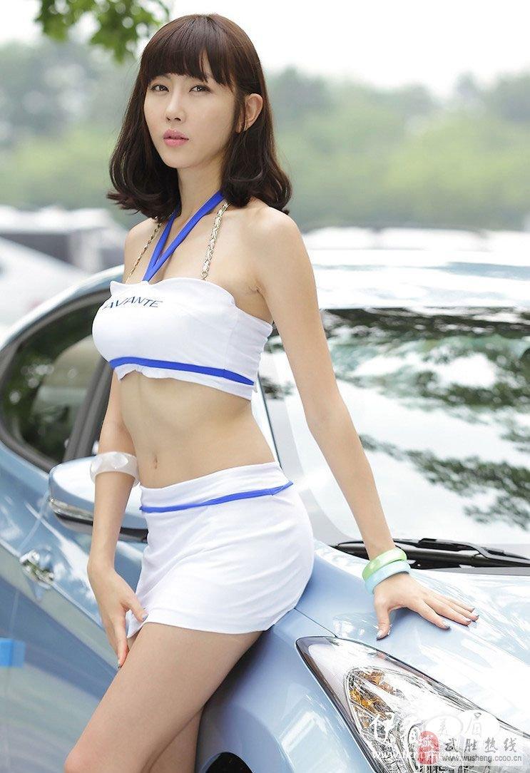 韩国美女车模~俏皮可爱,精致得无可挑剔