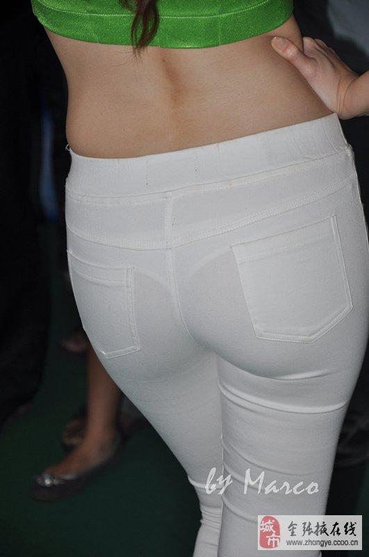 赛马宝贝的雪白紧身裤丰满翘臀