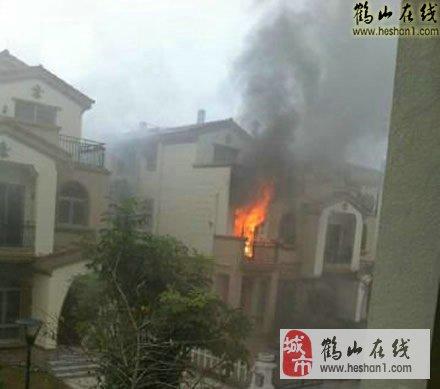 实拍:鹤山碧桂园别墅发生火灾