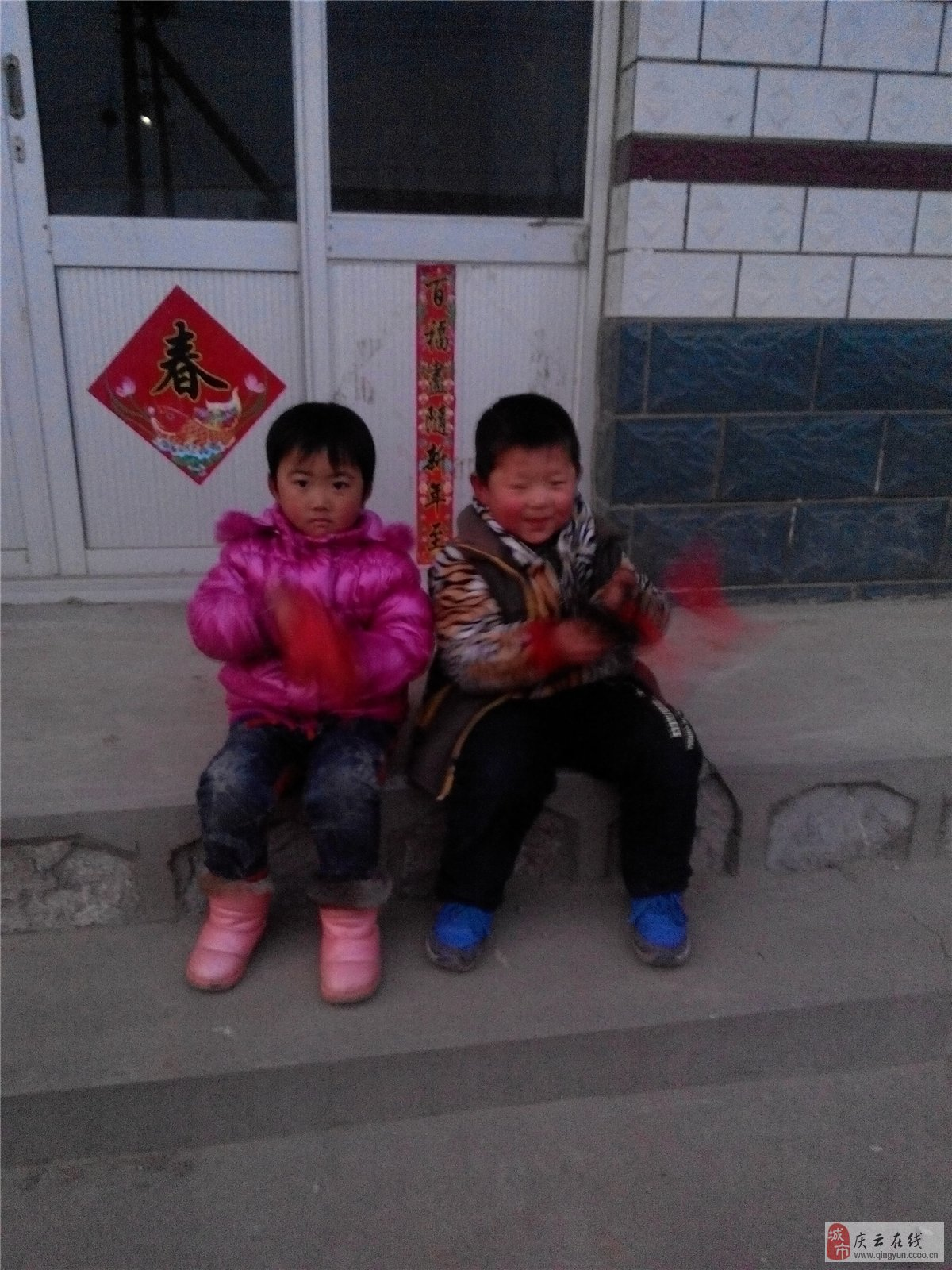 【图片】农村一对小孩子正十五闹元宵