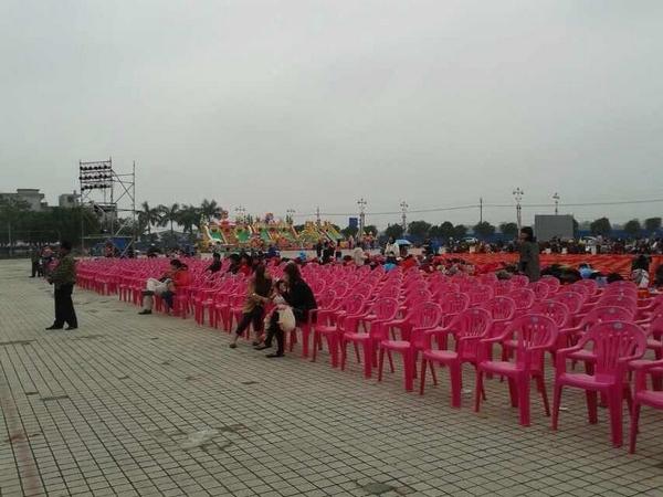 万泉河广场舞台已搭好 摄友们看过来