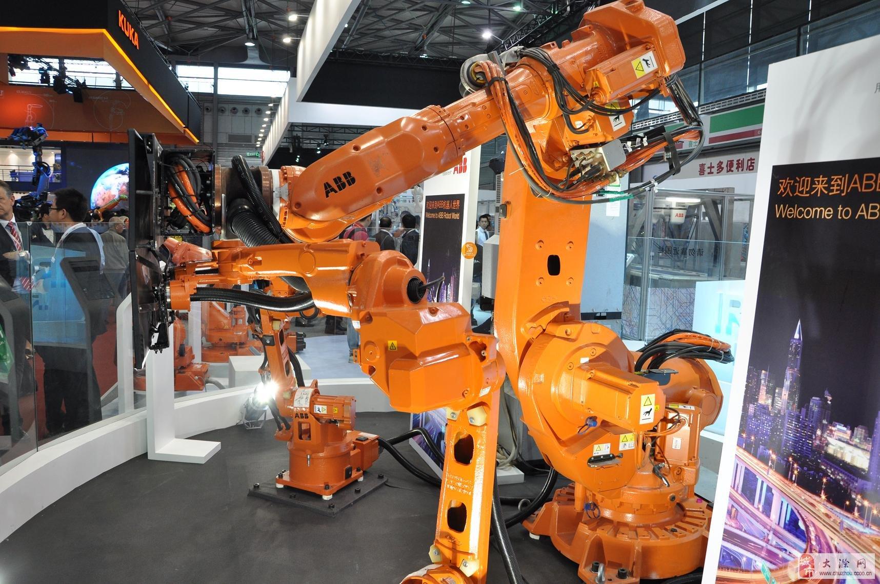 上海本土品牌新时达机器人拿出负载6-275公斤的sr系列机器人展示其在