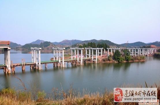 遂广遂西高速公路蓬溪县赤城湖1号桥段全景