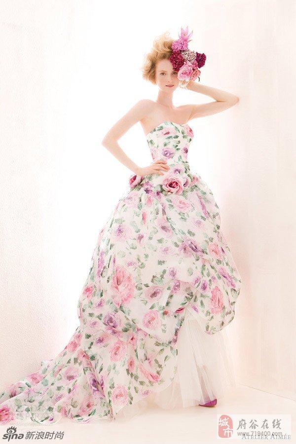 花园新娘如梦如幻缤纷印花婚纱