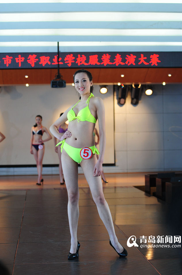 青岛模特大赛 美女穿比基尼