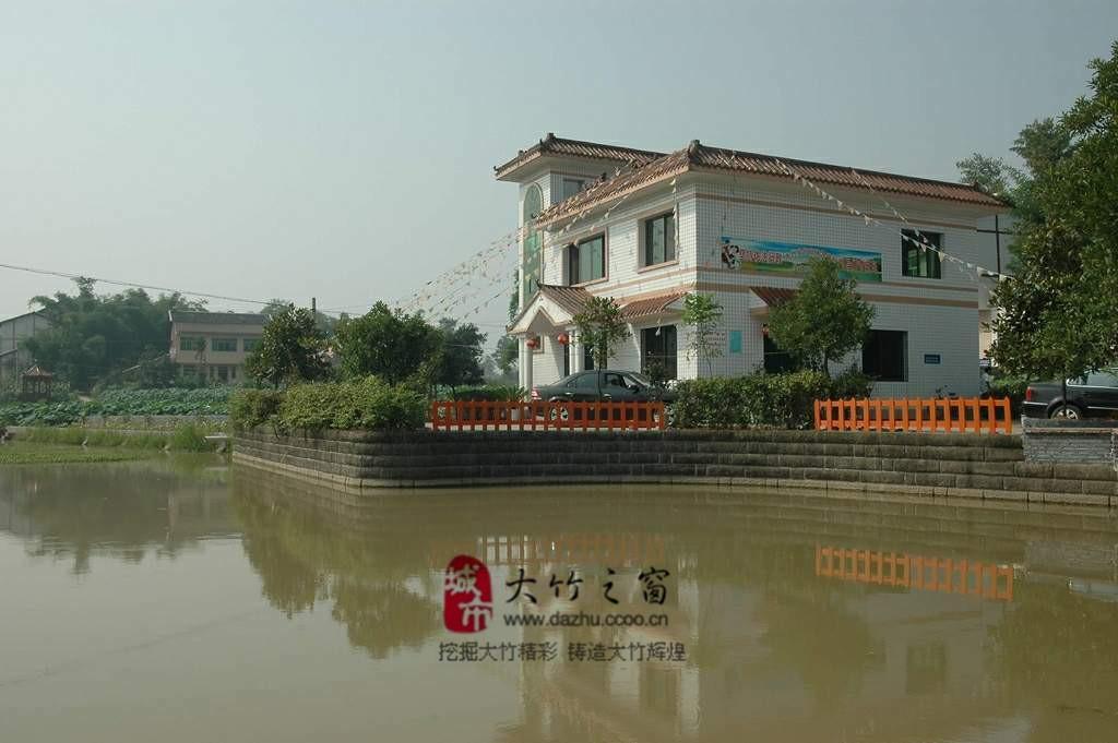 枇杷树等经果林600余亩,主要由竹阳镇的荷蝶山庄和东柳乡,乌木镇的柳