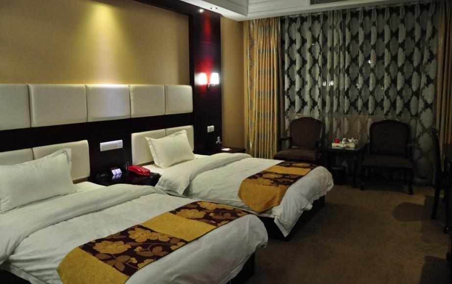 房间预订 03 标准间   房型面积:26 房间类型: 标准间 所在楼层:3