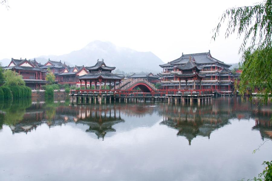 横店影视城,杭州西湖,西溪湿地,千岛湖双动车4日游