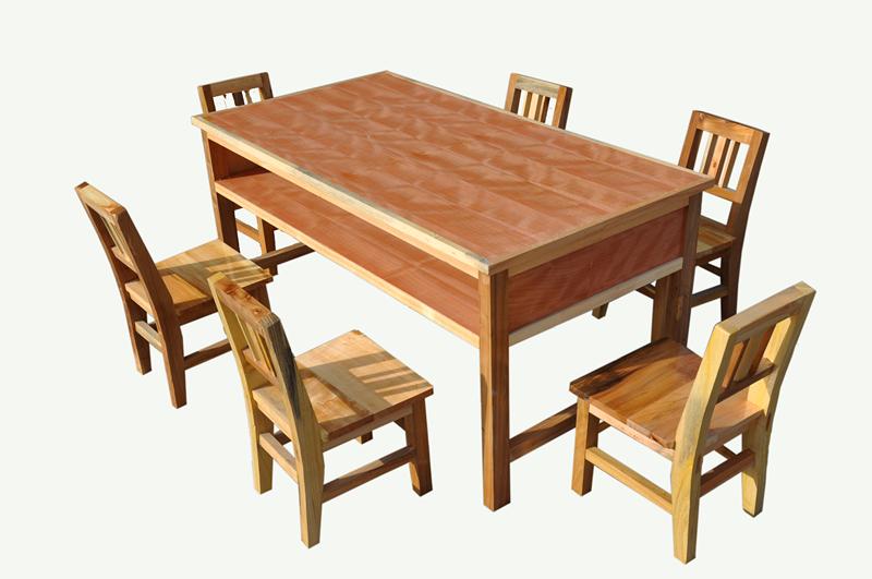 幼儿园小餐桌