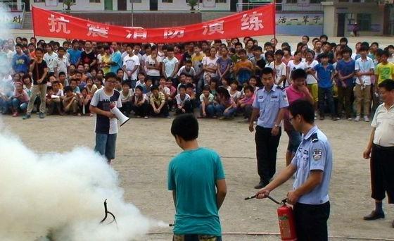 仙河初中举行消防安全演练活动