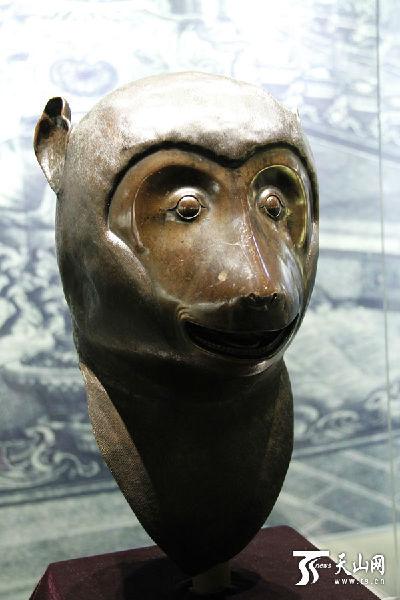 圆明园十二生肖兽首中的猴首铜像-4尊圆明园生肖兽首抵达新疆博物馆