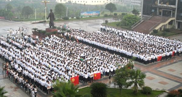2013萍乡学院新生青春聚会在升旗仪式上_萍乡