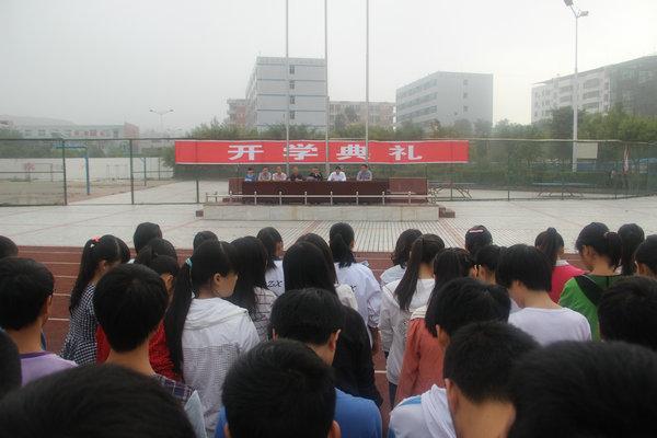 仪陇县宏德中学隆重举行2013年秋季开学典礼