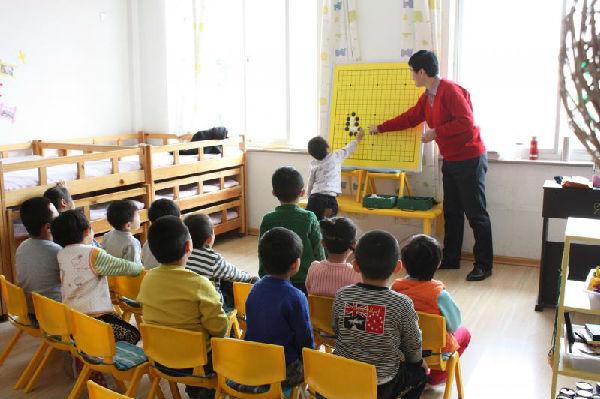 建平县幼儿园免费为大班幼儿开设围棋课程