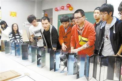 北理工珠海学院设计作业汇报展举行 纯手工制作师生受益匪浅