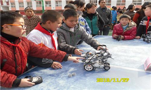 高台小学开展 动手动脑,放飞梦想 科技节活动