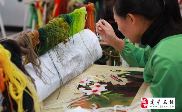 建平县建立绒绣生产基地