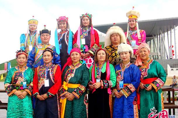 传统蒙古族结婚服饰图片_现代蒙古服饰图片展示_现代蒙古服饰相关图片下载
