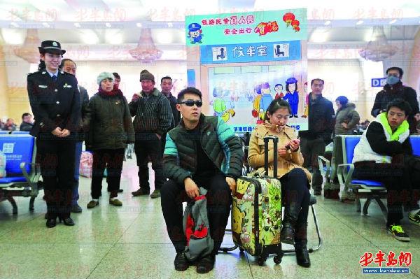 春运首日青岛14.5万人出行 火车站24小时售票_即墨