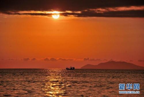 北京动物园原副园长贪污1400万被公诉  2月1日,一艘小船在夕阳