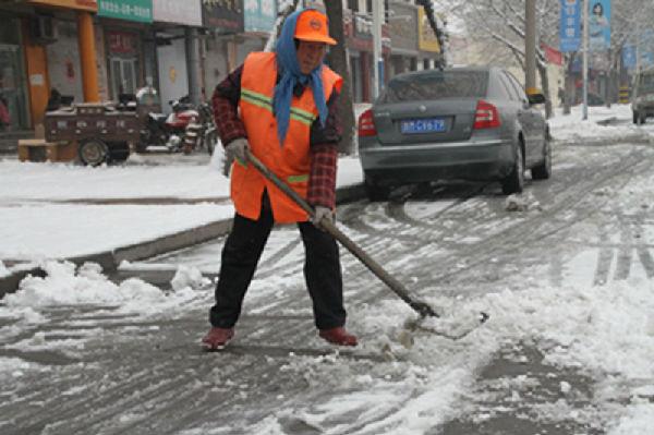 博兴县环卫工人没有休假,照常上班履行职责,他们是马路上最可爱的人