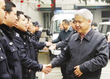 陈争鸣,陈礼江,何勋,何志涛,任闻宇等区五套班子领导来到他们中间,对