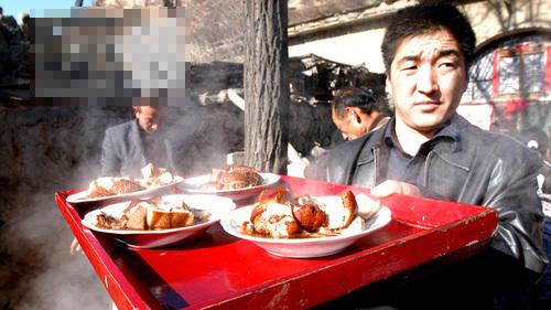 """陕北农村宴席上的""""硬货猛食"""" 一年才能吃一回图片"""