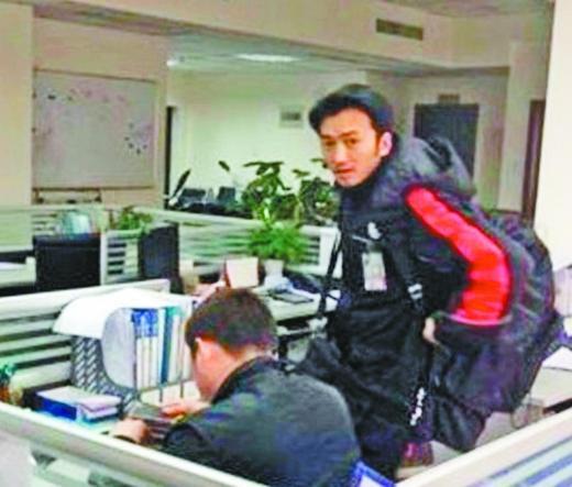 谢霆锋/2012年2月,有个长相酷似谢霆锋的快递小哥成了网络红人。
