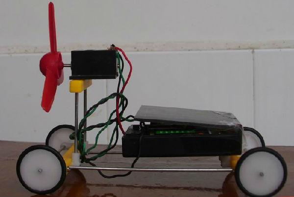 """科技小发明""""吸尘摄箕""""能帮你解决;电磁带动的小秋千,你知道原理吗?"""