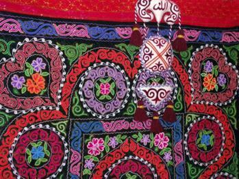 积极发展哈萨克民族刺绣产业
